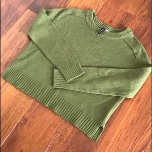 H&M DIVIDED Green Cropped Sweater